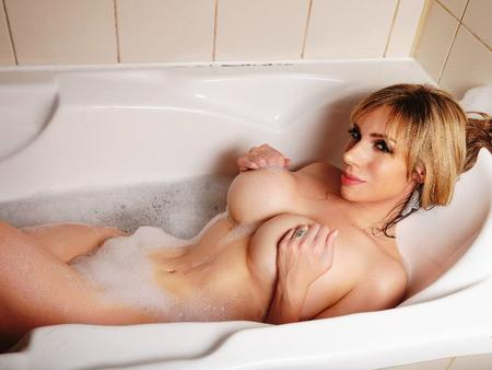 naked girl in bath picture